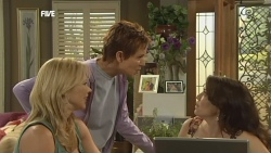 Steph Scully, Susan Kennedy, Libby Kennedy in Neighbours Episode 5906