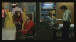 Libby Kennedy, Lyn Scully, Steph Scully, Doug Harris in Neighbours Episode 5907