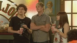 Harry Ramsay, Andrew Robinson, Summer Hoyland in Neighbours Episode 5908