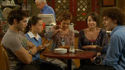 Declan Napier, Sophie Ramsay, Lou Carpenter, Susan Kennedy, Kate Ramsay, Harry Ramsay in Neighbours Episode 5915