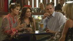Susan Kennedy, Libby Kennedy, Karl Kennedy, Steph Scully in Neighbours Episode 5927