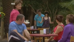 Lyn Scully, Karl Kennedy, Chris Pappas, Summer Hoyland, Libby Kennedy, Susan Kennedy in Neighbours Episode 5927