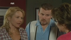 Steph Scully, Toadie Rebecchi, Lyn Scully in Neighbours Episode 5928