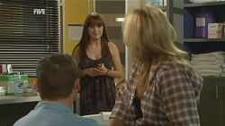 Toadie Rebecchi, Summer Hoyland, Steph Scully in Neighbours Episode 5928