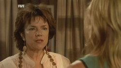 Lyn Scully, Steph Scully in Neighbours Episode 5929