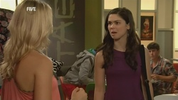 Donna Freedman, Naomi Lord in Neighbours Episode 5929