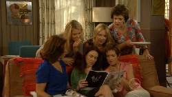 Rebecca Napier, Donna Freedman, Libby Kennedy, Steph Scully, Susan Kennedy, Lyn Scully in Neighbours Episode 5939