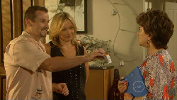 Toadie Rebecchi, Steph Scully, Lyn Scully in Neighbours Episode 5939