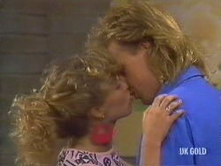 Charlene Mitchell, Scott Robinson in Neighbours Episode 0440