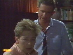 Eileen Clarke, Des Clarke in Neighbours Episode 0670