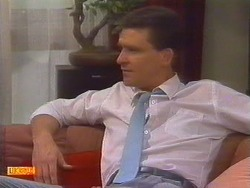Des Clarke in Neighbours Episode 0671