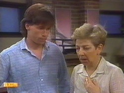 Mike Young, Eileen Clarke in Neighbours Episode 0671