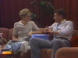 Eileen Clarke, Des Clarke in Neighbours Episode 0671