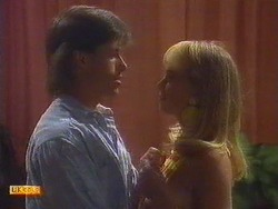 Mike Young, Jane Harris in Neighbours Episode 0671