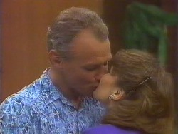 Jim Robinson, Beverly Marshall in Neighbours Episode 0671