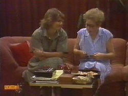 Beverly Robinson, Eileen Clarke in Neighbours Episode 0674
