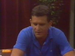 Des Clarke in Neighbours Episode 0674