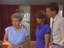 Eileen Clarke, Beverly Robinson, Des Clarke in Neighbours Episode 0674