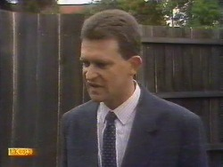 Des Clarke in Neighbours Episode 0675