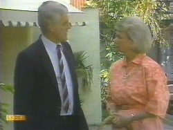 Kenneth Muir, Helen Daniels in Neighbours Episode 0677