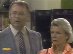 Harold Bishop, Helen Daniels in Neighbours Episode 0677