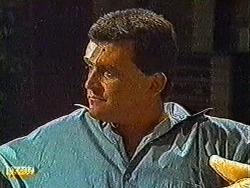 Des Clarke in Neighbours Episode 0822