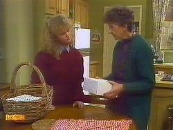 Sharon Davies, Nell Mangel in Neighbours Episode 0825
