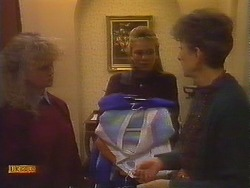 Sharon Davies, Bronwyn Davies, Nell Mangel in Neighbours Episode 0827