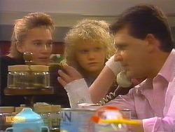 Bronwyn Davies, Sharon Davies, Des Clarke in Neighbours Episode 0827