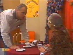 Jim Robinson, Nell Mangel in Neighbours Episode 0828