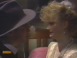 Nick Page, Sharon Davies in Neighbours Episode 0833