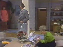 Beverly Marshall, Jim Robinson, Helen Daniels in Neighbours Episode 0841