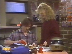 Mike Young, Sharon Davies in Neighbours Episode 0843