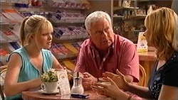 Janae Timmins, Lou Carpenter, Janelle Timmins in Neighbours Episode 5201