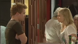 Ringo Brown, Donna Freedman in Neighbours Episode 5931