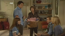 Summer Hoyland, Chris Pappas, Lyn Scully, Toadie Rebecchi, Steph Scully in Neighbours Episode 5933