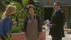 Steph Scully, Lyn Scully, Toadie Rebecchi in Neighbours Episode 5933