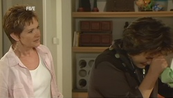 Susan Kennedy, Lyn Scully in Neighbours Episode 5933