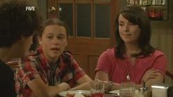 Harry Ramsay, Sophie Ramsay, Kate Ramsay in Neighbours Episode 5934