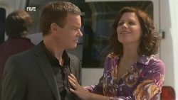 Paul Robinson, Rebecca Napier in Neighbours Episode 5935