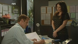 Michael Williams, Libby Kennedy in Neighbours Episode 5936
