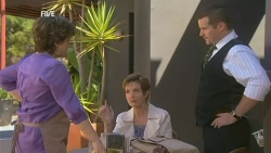 Lyn Scully, Susan Kennedy, Toadie Rebecchi in Neighbours Episode 5943