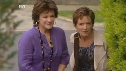 Lyn Scully, Susan Kennedy in Neighbours Episode 5943