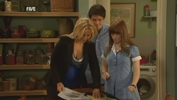 Steph Scully, Chris Pappas, Summer Hoyland in Neighbours Episode 5943