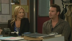 Steph Scully, Lucas Fitzgerald in Neighbours Episode 5943