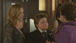 Sonya Mitchell, Callum Jones, Lyn Scully in Neighbours Episode 5947