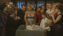 Lyn Scully, Callum Jones, Toadie Rebecchi, Steph Scully, Susan Kennedy, Libby Kennedy, Ben Kirk, Karl Kennedy, Donna Freedman, Summer Hoyland in Neighbours Episode 5947
