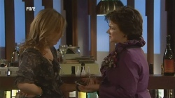 Sonya Mitchell, Lyn Scully in Neighbours Episode 5947
