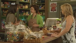 Kate Ramsay, Lyn Scully, Steph Scully in Neighbours Episode 5951