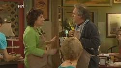 Lyn Scully, Terry Kearney in Neighbours Episode 5951